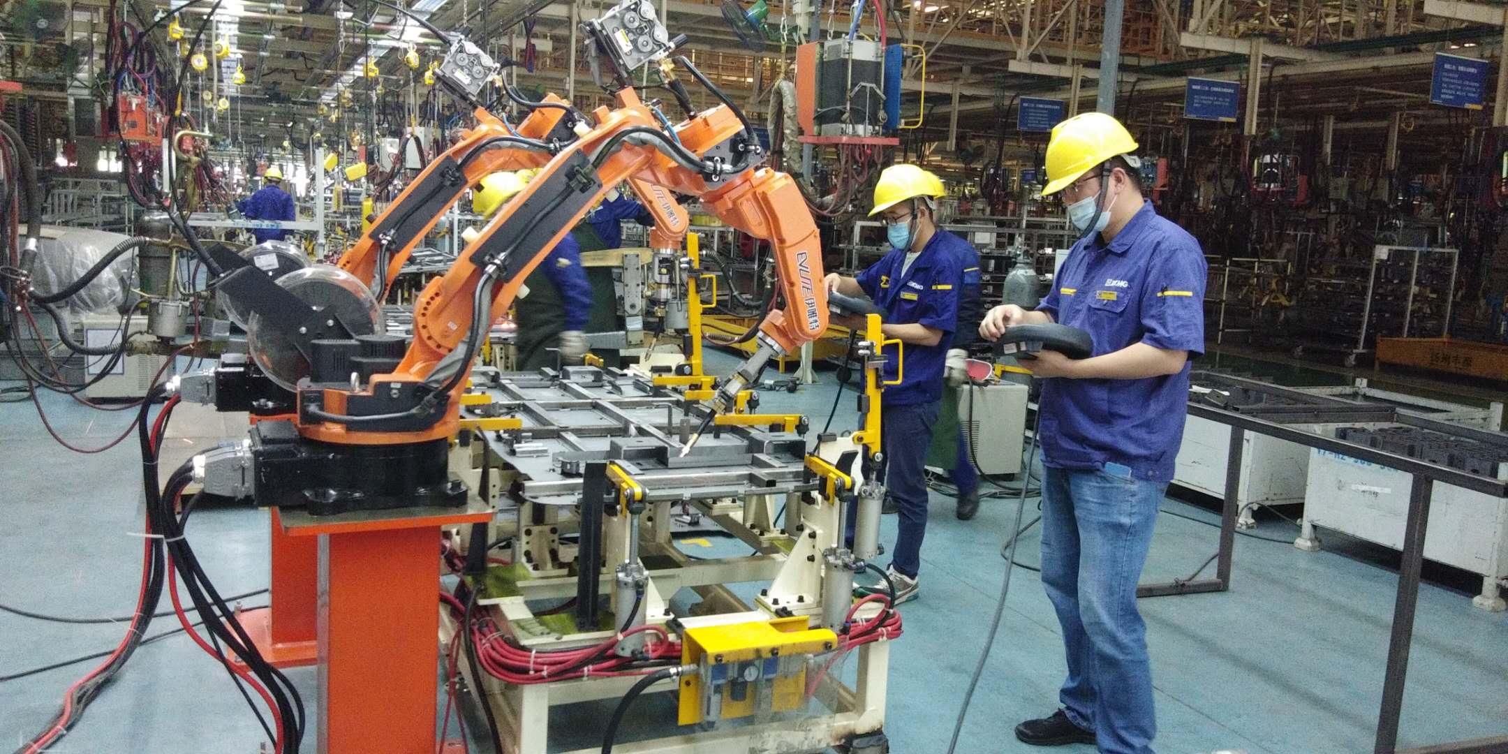 伊唯特焊接机器人汽车配件焊接